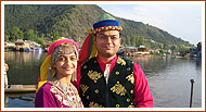 Kashmir Houseboat Honeymoon Package